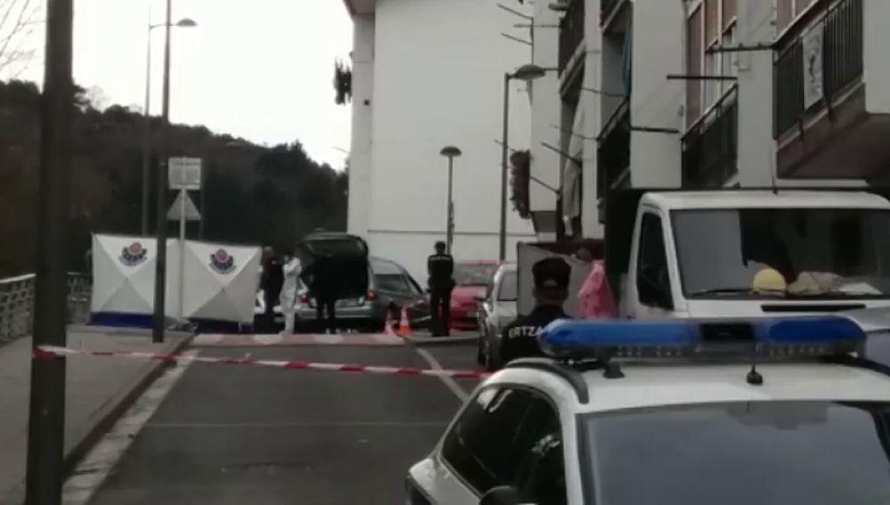 Hallan el cadáver de una recién nacida en una calle de Mondragón