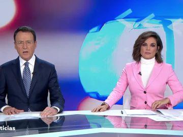 Antena 3 Noticias Fin de Semana, con Matías Prats y Mónica Carrillo