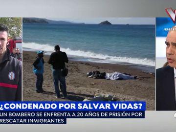 """El bombero andaluz que se juega 20 años de cárcel por rescatar a inmigrantes del mar: """"Se ahogaban delante de nuestros ojos"""""""