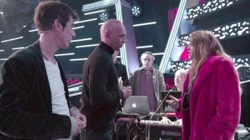 """VÍDEO-LA VOZ:Paulina Rubio, preocupada con la actitud de Mark Wayne en los ensayos de los Asaltos: """"Te noto raro"""""""