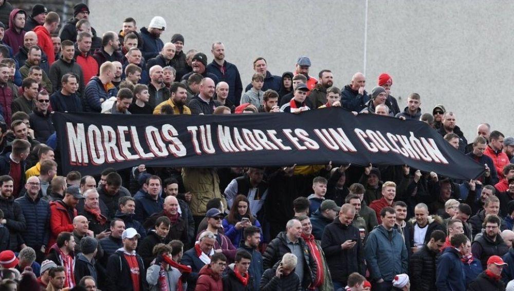 """La pancarta con el mensaje """"Morelos tu madre es un colchón"""""""