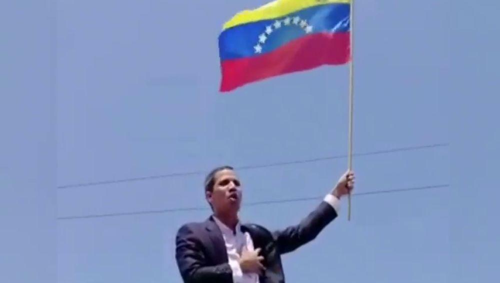 Guaidó, aclamado por los venezolanos