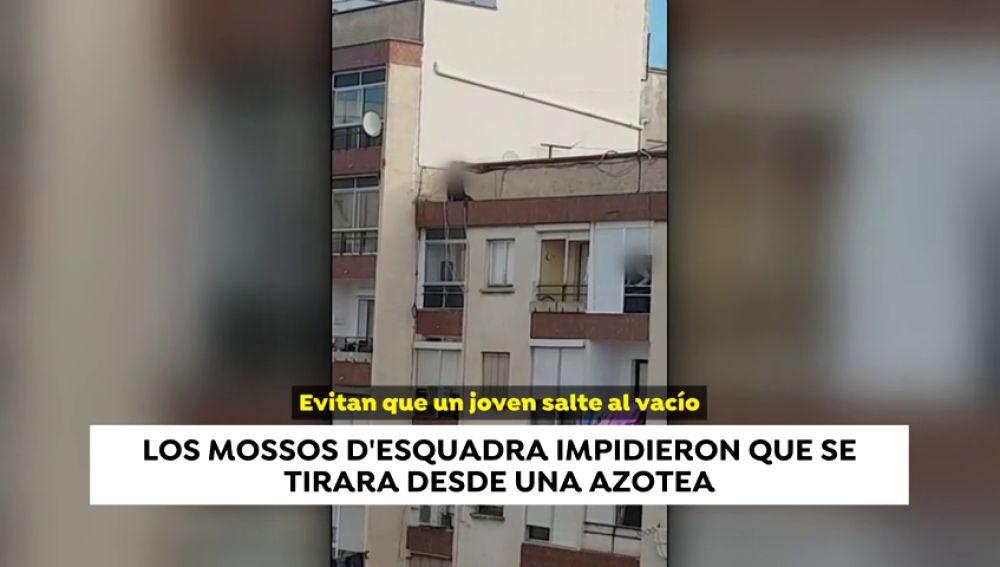 Los Mossos d'Esquadra impiden que un joven se tire al vacío en Reus