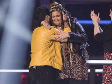 Vídeo: Paulina Rubio roba a Adriana Rosa y se clasifica para la Batalla Final
