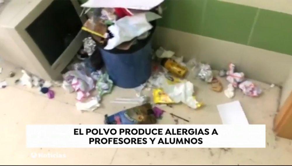 REEMPLAZO La huelga de los servicios de limpieza en los institutos de Valencia se prolonga por los recortes en educación