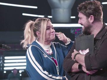 """VÍDEO-LA VOZ: Karol G y Antonio Orozco se emocionan durante los ensayos de Elena Vargas: """"Lloré como una niña"""""""