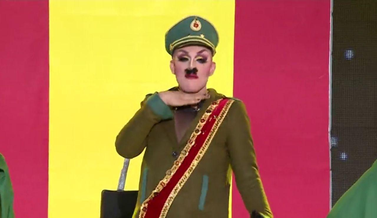 """""""Españoles, Franco ha vuelto"""", así irrumpió Drag Boy disfrazado del Generalísimo en el carnaval de Las Palmas de Gran Canaria"""