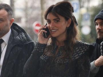 Penélope Cruz llegando al desfile de Chanel