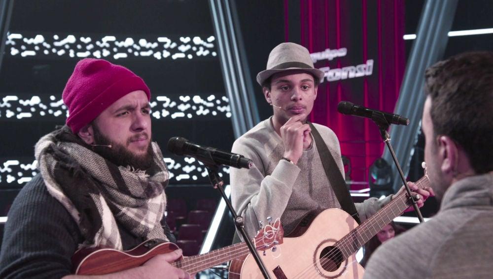 VÍDEO-LA VOZ: Domingo Ondiz y Roy Borland, preocupados por un importante matiz de su canción durante su ensayo de los Asaltos
