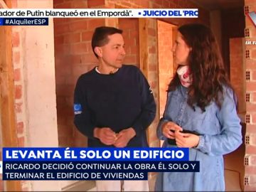 Ricardo, el operario en paro que ha construido él solo un edificio de viviendas