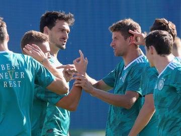 Hummels y Müller, durante un entrenamiento con la selección alemana