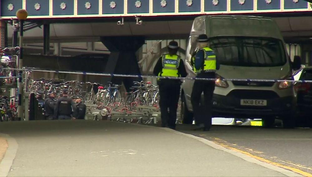 La Policía investiga tres paquetes con explosivos caseros detectados en Londres