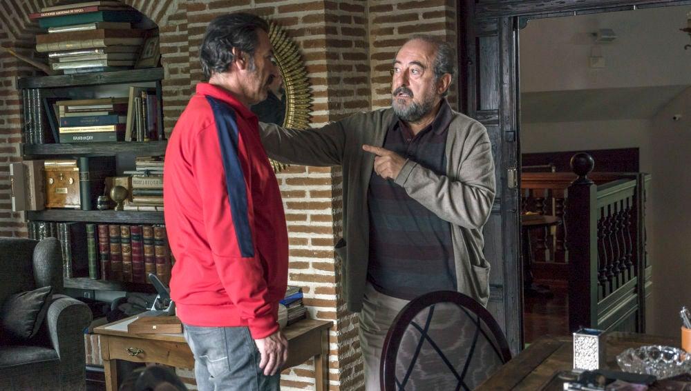 """Pascual le comunica a Don Julio que deja el negocio: """"Quiero cambiar de vida, me he enamorado de esa mujer"""""""