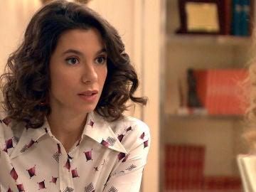 Carolina tantea a Natalia sobre su relación con los hermanos de la Vega