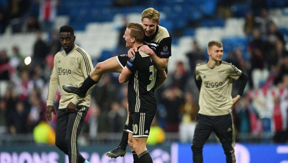 De Jong celebra el pase a cuartos del Ajax