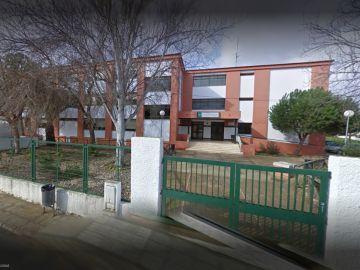 Fachada del instituto Andévalo de la Puebla de Guzmán en Huelva