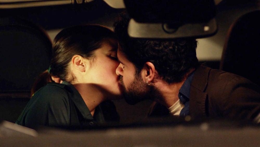 El primer beso entre María y Jacobo: atracción, complicidad y amor