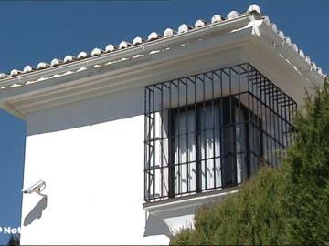 Un hombre asesina a su mujer delante de su hijo en Estepona