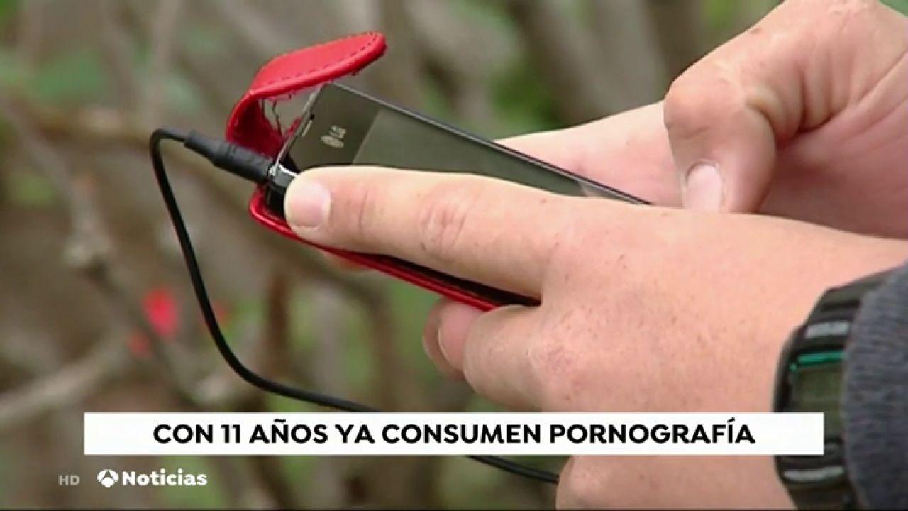 Niños Haciendo Porno En El Instituto el consumo de pornografía comienza a los 11 años y promociona la violencia en las relaciones