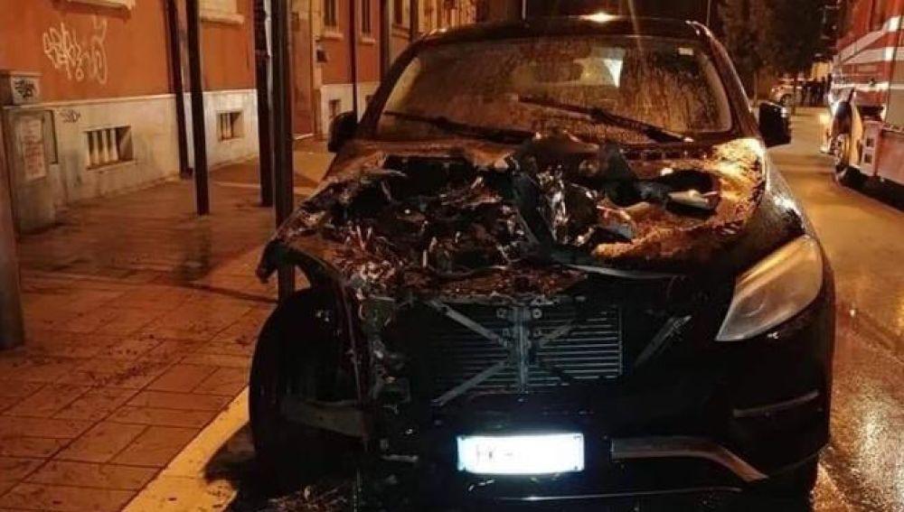 El coche de Pietro Iemmello, tras ser atacado