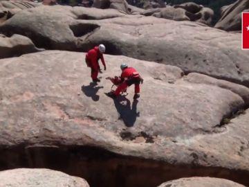 El impresionante rescate de un perro con un helicóptero en La Pedriza