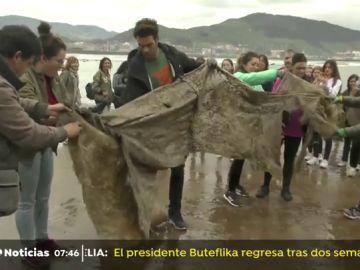 Cientos de personas se unen a Jon Kortajarena y Greenpeace por el mediambiente