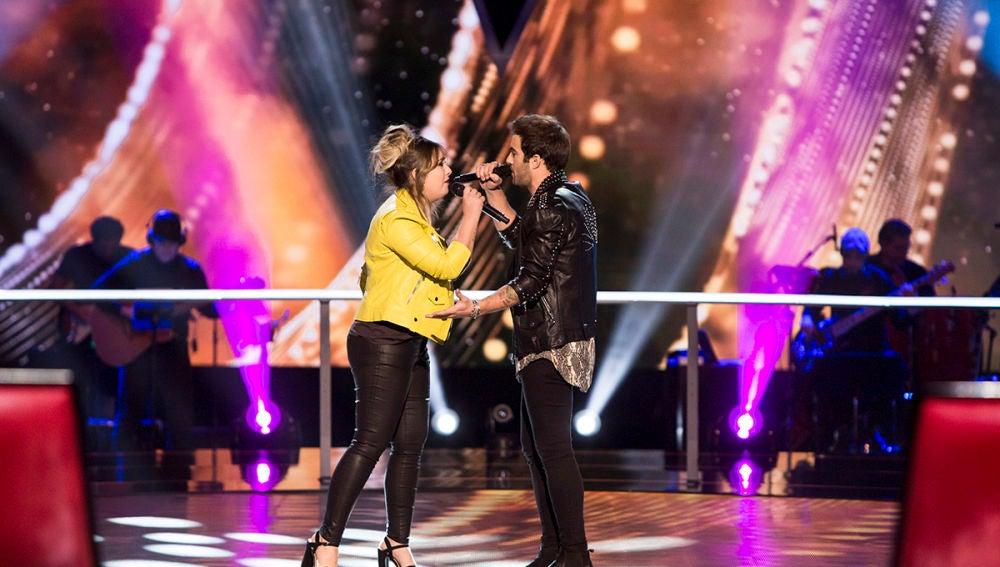 María Espinosa y Álvaro de Luna cantan 'La habitación' en la Batalla de 'La Voz'
