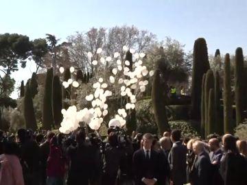 Lanzan 192 globos blancos en El Retiro en recuerdo a las víctimas del 11-M