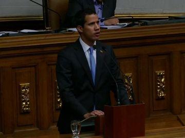 """El Parlamento venezolano autoriza a Guaidó a decretar el """"estado de alarma"""" por el apagón"""