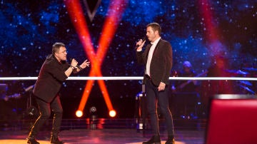 Andrés Balado y Ángel Cortés cantan 'You are so beautiful' en la Batalla de 'La Voz'