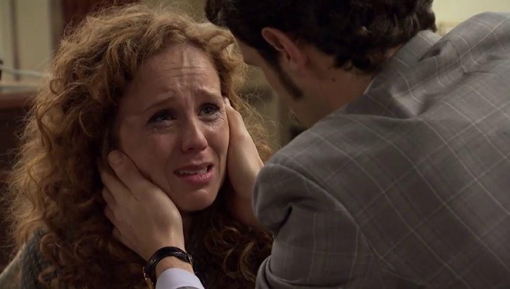 "Natalia, desesperada, se confiesa a Carlos: ""Me llamo Ana López"""
