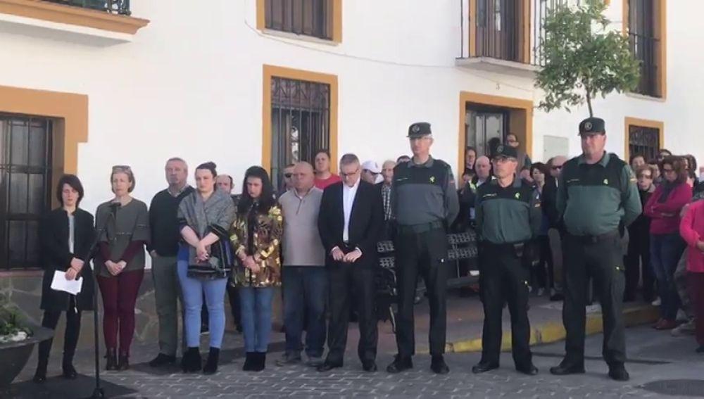 Concentración en Estepona en repulsa por el asesinato de una mujer presuntamente a manos de su marido