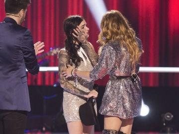 Vídeo: Giosy, triste por dejar 'La Voz', recibe el apoyo de Paulina Rubio
