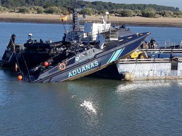 Imagen de la embarcación de Aduanas