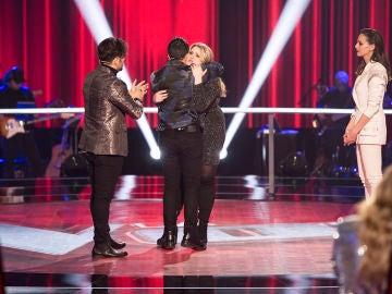 VÍDEO: Luis Fonsi se despide muy emocionado de Rolita en 'La Voz'