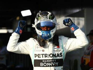 Valtteri Bottas celebra una victoria
