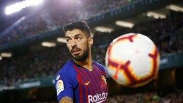 Luis Suárez, durante el partido con el Barcelona