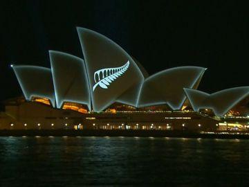 La Ópera de Sidney proyecta una hoja de helecho plateada en solidaridad con las víctimas de Christchurch