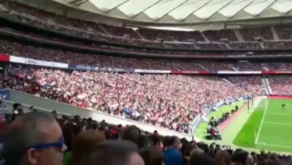 Fiesta en las gradas del Wanda Metropolitano en el histórico Atlético vs Barcelona femenino