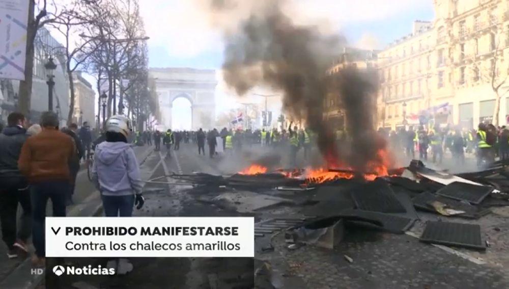 Macron prohibe manifestarse a los chalecos amarillos en los Campos Elíseos