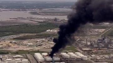Incendio en una petroquímica de Texas