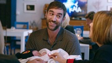 Iñaki se planta en el sur con su hijo en brazos, ¿qué opinará Carmen?