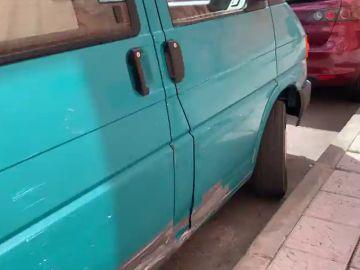 Detenida en Baeza por rayar con una piedra 18 coches aparcados en la calle