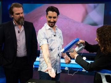 Un invento revolucionario en la medicina: Marron trae a 'El Hormiguero 3.0' una pistola que crea piel artificial
