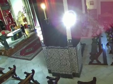 Detenidas dos mujeres por un delito contra los sentimientos religiosos y por hurto en una parroquia de Sevilla