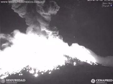 El volcán Popocatépetl registra una de sus explosiones más grandes de los últimos años en México