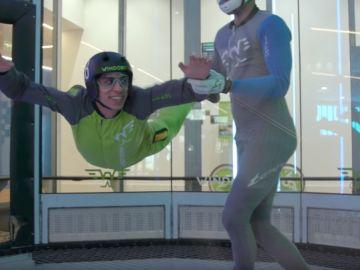 Keunam y Hermoti vuelan con Andres Iwasaki en el túnel del viento
