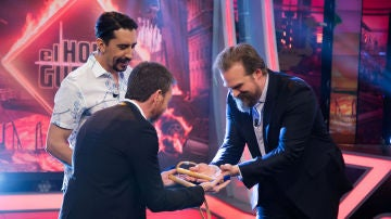 David Harbour derrota a Pablo Motos en el reto del clavo en 'El Hormiguero 3.0'