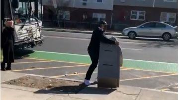 ladrón con cajero automatico