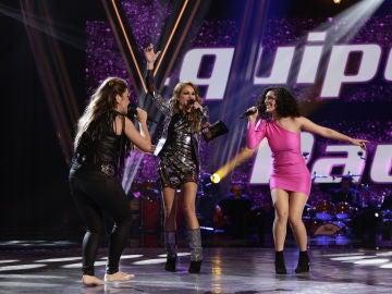Paulina Rubio canta 'Yo no soy esa mujer' con Viki Lafuente y Susana Montaña en los Directos de 'La Voz'